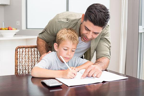 regole semplici di papà per uscire con la mia figlia adolescente
