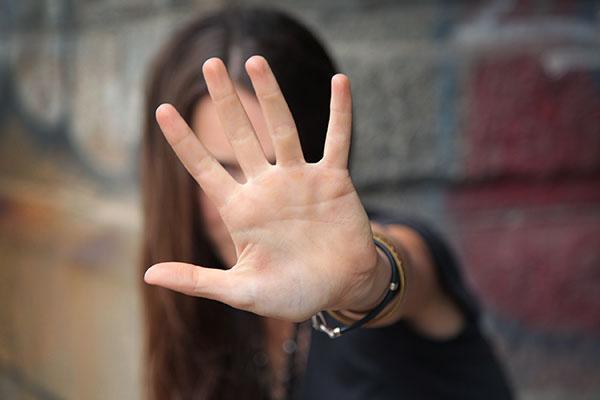Violenza sessuale di gruppo, chi sono questi adolescenti e questi genitori deresponsabilizzanti?