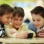 smartphone bambini shutterstock