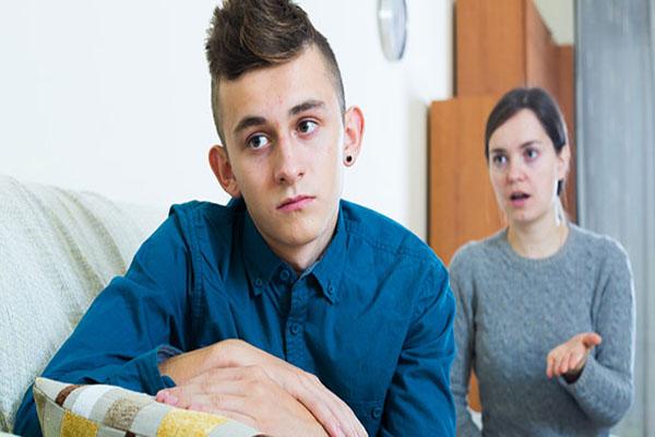 adolescente genitori sgridare