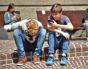 ragazzi smartphone